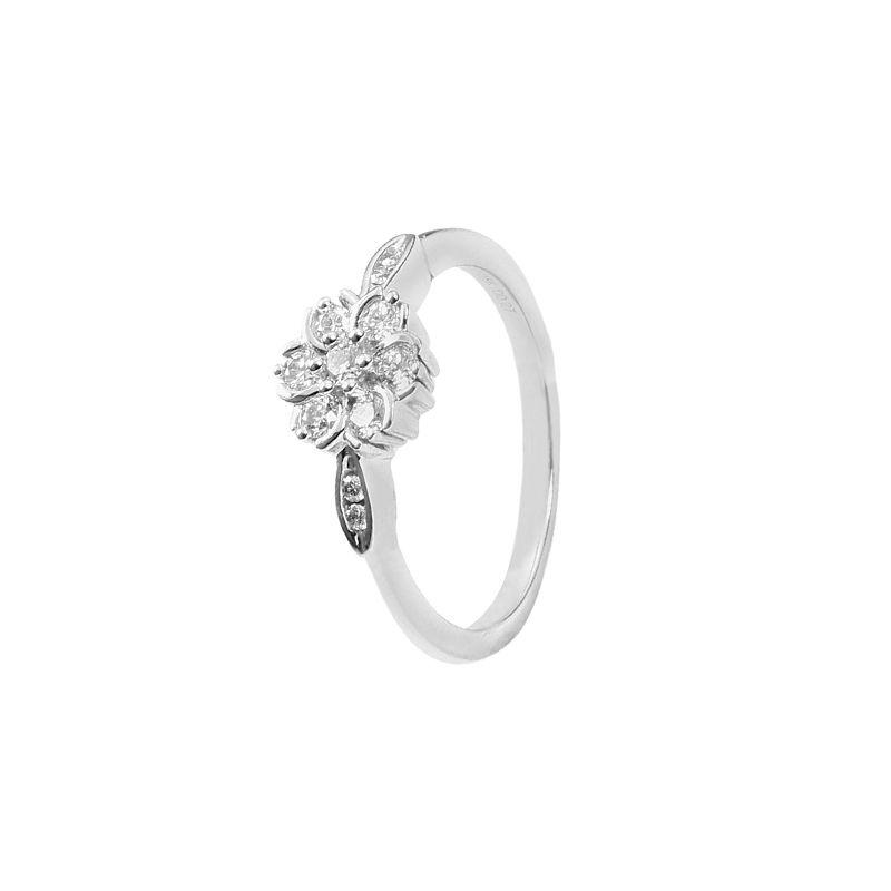 18k Diamond Flower Cluster Diamond Ring