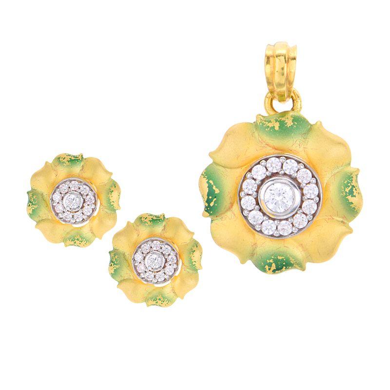 22k Gold Gold Flower Pendant Necklace