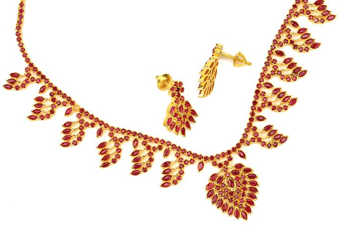 22kt Gold Gemstone Necklaces