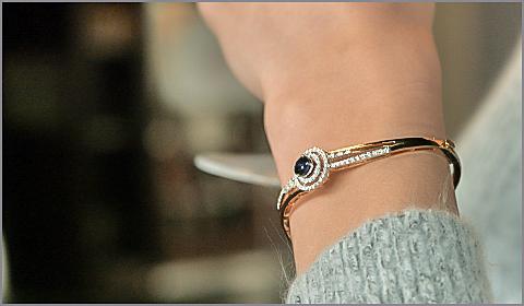 diamond bangle bracelet for thirties women
